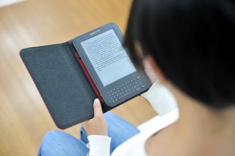 眠る前の読書、電子書籍ならペーパーホワイトの方が良い?