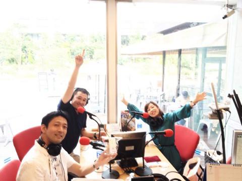 レインボータウンFMのスタジオはガラス張りで素敵
